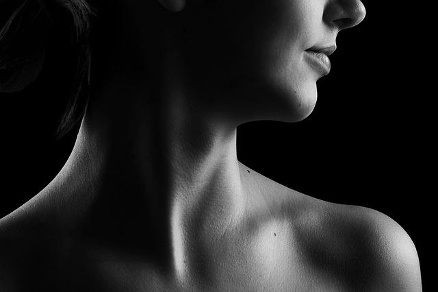 לא רק קרם: כך תשמרו על בריאות העור ותעניקו לו מראה זוהר ובריא