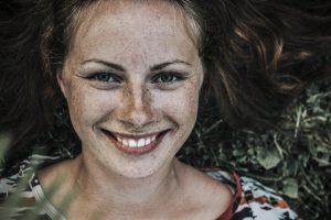 הדרך לחיוך מושלם: טיפולי שיניים נפוצים - וגם הסיכונים