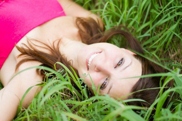 הדרך לחיוך מושלם: טיפולי שיניים נפוצים – וגם הסיכונים