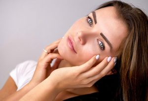 לא רק איפור או קרמים: סימנים על העור שצריכים להדאיג אתכן